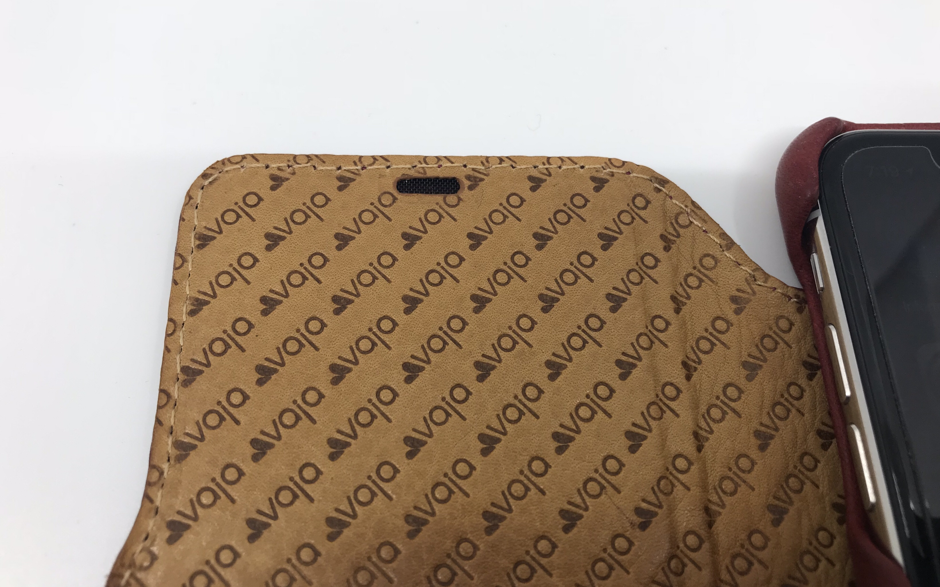 Review: Vaja Agenda MG Leather Case for iPhone X